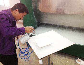 汉林水性喷涂腻子施工在工厂实拍