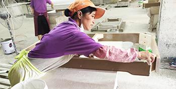 汉林水性木器腻子与自调腻子或者非专业家具腻子,有什么不同?