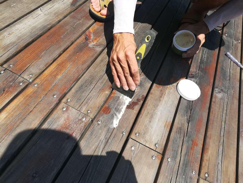 户外古建筑防腐木木结构修复裂缝,用汉林户外水性腻子(填缝剂)耐候抗裂效果好!